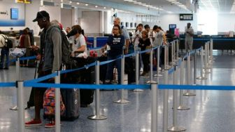 Queue in Airport Set to Reduce with Cashless System | American Airlines Go Cashless